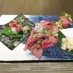 喰心-meat Dining- - 山形牛の炙り寿司 盛り合わせ  サーロイン手巻き寿司、がっこ漬け  サーロイン薄切り炙り寿司  カイノミ手まり寿司、きゅうり