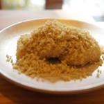 富士屋 花筏 - 栗粉もち、お餅に、栗を裏ごしした細かな粒粒がまぶしてあります