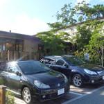 44249096 - 店の外観 奥にも数台ほど駐車スペスがあります