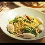 ムロマチカフェハチ - 小ヤリイカと旬野菜のペペロンチーノ