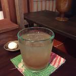 喫茶 苔 - 自家製ジンジャーエール。夜になるとグラスがきれいに見えます