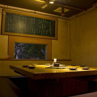 落ち着ける雰囲気でゆっくりとした時間を過ごせる半個室