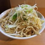 豚星。 - ミニラーメン(野菜・ニンニク¥650)