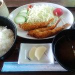 カンパニーヤ喫茶店 - 料理写真:エビフライ定食 800円