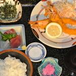 海鮮呑屋 うさぎ小屋 - 大海老を二本使った定食です。