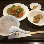 44264210 - Aランチ・牡蠣と海老、季節野菜の葱、生姜風味炒め