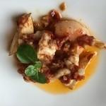 44268973 - 海老と鱈の白子、まこも茸のチリオイル煮込み!                         ちょっぴり辛いが許容範囲内、白子がまったりとコクを添える