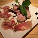 個室ダイニング 和イン食堂 noov - 「ワイン豚ローストポークとイタリア産生ハムの盛合せ」