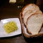 HiBiKi - パンとスモーキーなオリーブオイル