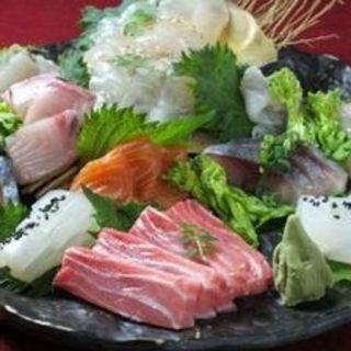 近海の地魚/下関垢田トマトなど鶏料理以外も充実