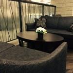 ケンゾーエステイトワイナリー - ゆったりくつろげるソファ席。6名様までご案内可能。