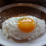 フジヤマプリン - 近江牛キーマライスカレー(目玉焼付き)