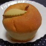 新宿高野 - りんごのクリームパン ¥220+税