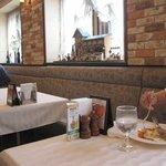 欧風料理 ボンシェフ ミタニ - 店内にも木製のオブジェや絵画が飾ってありアットホームであたたかい雰囲気をかもしだしていました