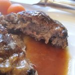 欧風料理 ボンシェフ ミタニ - ブロックで仕入れた黒毛和牛の中からオーナーがひき肉を作り素晴らしいハンバーグが仕上がってます