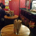44283877 - なかなかいい雰囲気です樽のテーブルが3ッとカウンター席