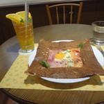 ロクシタンカフェ - ハム&サーモンガレット、オレンジアイスティー(ガム抜き)