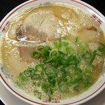 ラーメン大吉 - 料理写真:とんこつラーメン 400円
