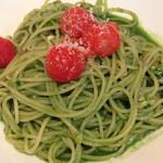 44290346 - 鶏のサルシッチャとローストトマト 小松菜とほうれん草のジェノバソース