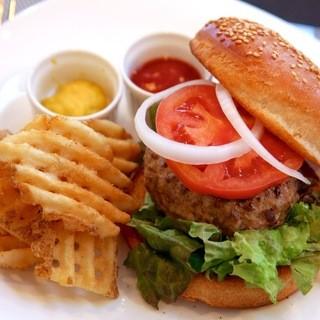 リピート率No.1当店人気の《お手製ハンバーガー》
