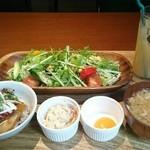 ポルコ カーサ デ ブタヤ - 1日の1/2野菜サラダランチ&ハーブ豚焼豚丼セット