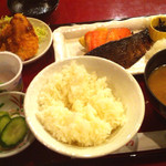 44293262 - 焼魚2点定食880円 (2015-11-10)