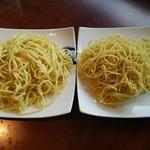 小肥羊 - 〆の麺 コースの細麺と追加の平麺