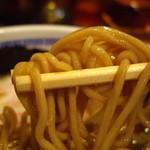 たけちゃんにぼしらーめん - 蕎麦粉を打ち込んだと謳う特製の麺