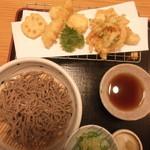 44301270 - 野菜天ぷらと、蕎麦のセット。