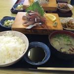 新港食堂 - 首折れ鯖定食、貝汁 美味かったです