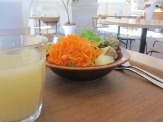 カフェ オムニバス - サラダ