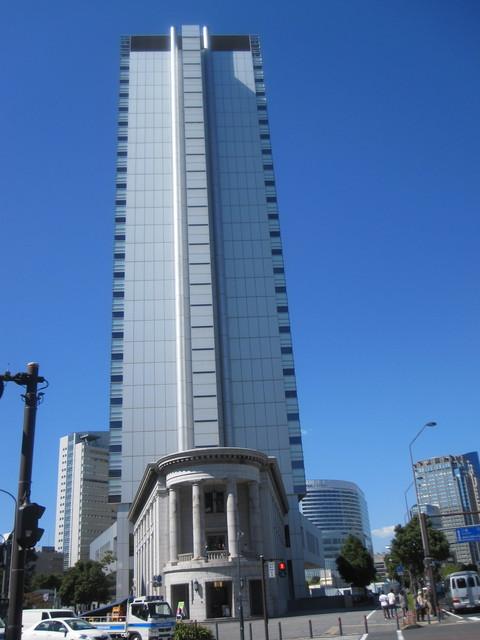 カフェ オムニバス - YCC ヨコハマ創造都市センター 画面に収まらない