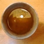 44305727 - お茶は、そば茶です。