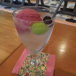 桃の農家カフェ ラペスカ - 葡萄のクリームソーダ