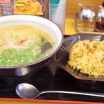 麺屋 無双 - 2015年9月 牛骨ラーメン大盛り半チャーハンセット