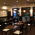 和良自由が丘工房&WARA CAFE - ゆったり35席。ソファ席や、開放的な窓側の席などございます。