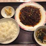 壮陽 - 料理写真:牛もも肉細切り野菜甘味噌炒め、タカノツメ、豆板醤、辛油、山椒入り