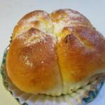 伊三郎製ぱん - 牛乳ブレッド、牛乳のみで仕上げた生地をのふんわりと仕上げたほのかに甘さを感じるパンです。