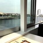 ディエゴ・バイ・ザ・リバー - 窓際の川がよく見える気持ちの良い席に座りました。