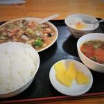 百順居 - 海鮮と茄子の醤油炒め定食、ごはんのおかわり可