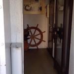 珈琲艇キャビン - 船内へ