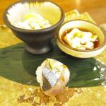 ひとしずく - 料理写真:秋刀魚の手まり寿司など