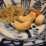 う越貞 - 燻製したちりめん雑魚とナッツ