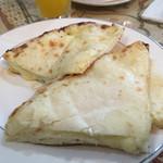 44330379 - チーズナンカレーセット(¥1285)のチーズナン ボリュームたっぷりでこれだけでも美味♪