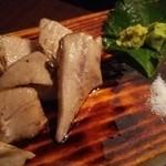 熟成本鮪と熟成黒毛和牛A5と熟成鹿肉の食べ比べ!魚せん - 熟成本まぐろ盛り(炙り後)