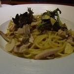 ヴィンチ - 燻製鶏とゴボウ、平茸のスパゲティ