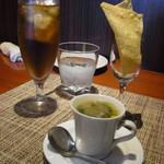 ヴィンチ - ごぼうやキクラゲが入ったスープとチーズのスナック、ジンジャエール