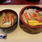 すしの丸藤 - 海鮮ちらし+カニ汁(+200円)
