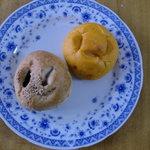 石窯パン工房サンメリー - チーズINポモドーロとくるみあんぱん