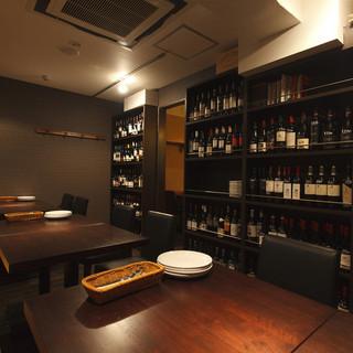 ワインに囲まれながらのゆったりとした半個室空間